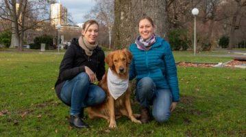 Golden Retriever Watson mit seiner Besitzerin und Hundeführerin