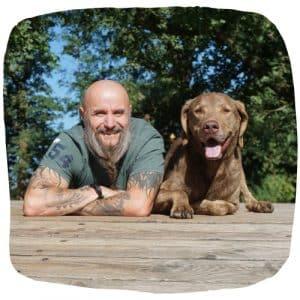 Holger Schüler mit seinem Chesapeake Bay Retriever Dakota