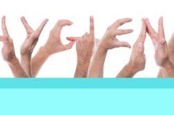 Hände formen das Wort Hygiene